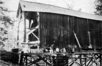 Covered bridge. Preparation before moving the covered bridge.