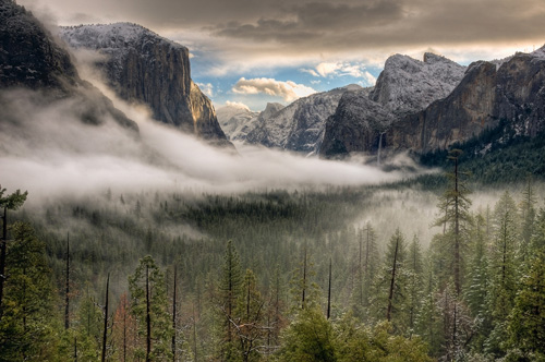 One of the most complete vista of Yosemite is from Tunnel View!