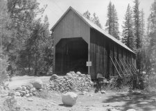 Yosemites Wawona Covered Bridge